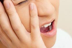歯周病の恐ろしい点は、初期・中期には痛みをあまり感じることがなく症状がどんどん進むことです。